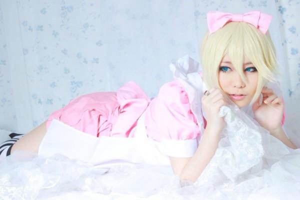pink maid 01